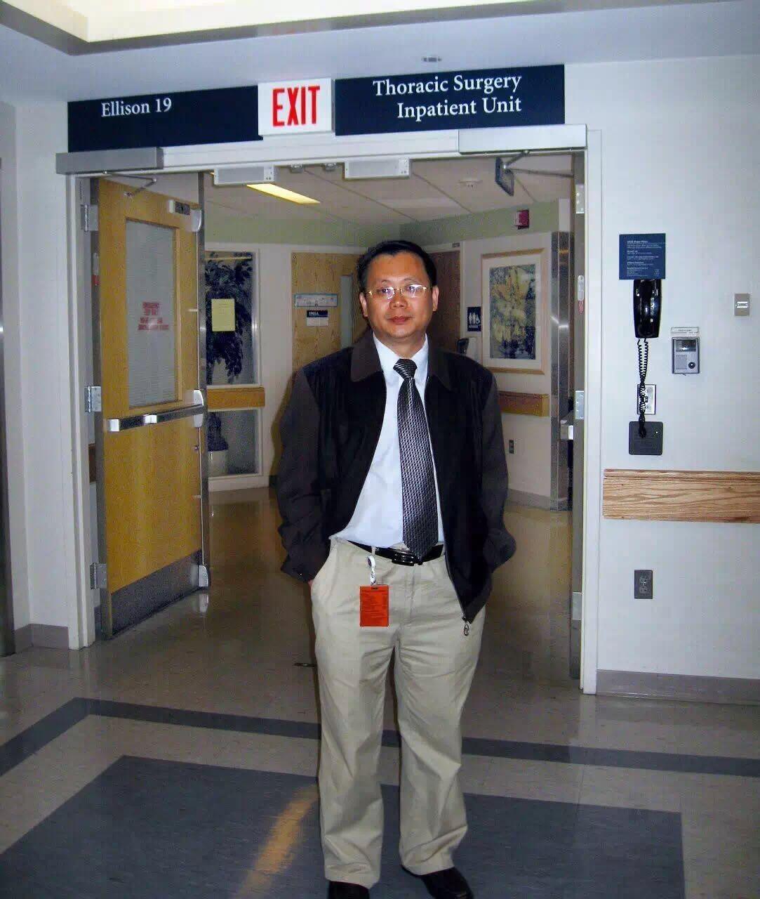 黄教授在美国麻省总医院.jpg